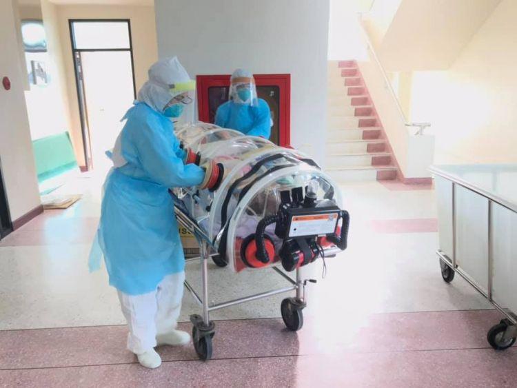 ชื่นชมทีม รพ.สิชล ย้ายผู้ป่วยโควิด-19 หนักใส่แคปซูลไปห้องแรงดันลบ