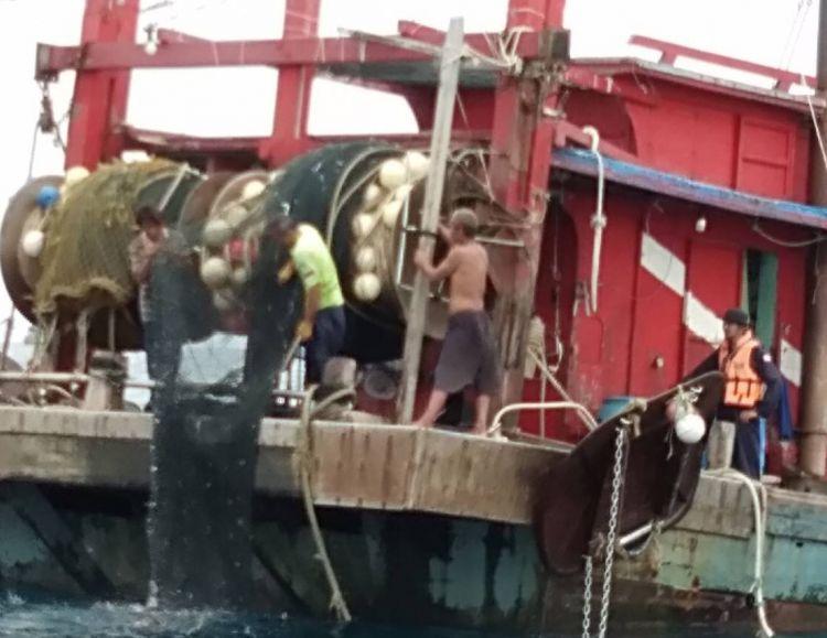 จับเรือประมงมาเลเซีย ลากอวนในทะเลอันดามัน ล้ำเขตน่านน้ำไทย