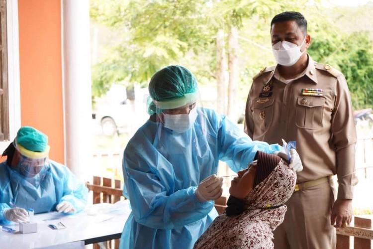 """""""กรงปินัง""""ทั้งตรวจหาเชื้อและฉีดวัคซีนเชิงรุกถึงหมู่บ้านสู้ภัยโควิด-19 เต็มที่"""