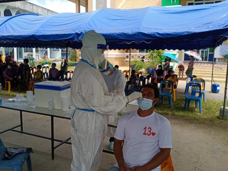 """""""ภูเก็ต"""" ปิดชุมชนเร่งสวอปหาผู้ติดเชื้อโควิด-19 หลังพบผู้ป่วย 8 ตาย 2"""