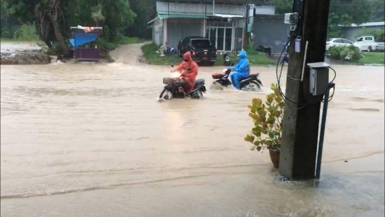 ฝนถล่มเกาะลันตาน้ำท่วมหนัก -เหตุจากถมที่ดินสร้างโรงแรมปิดทางน้ำ