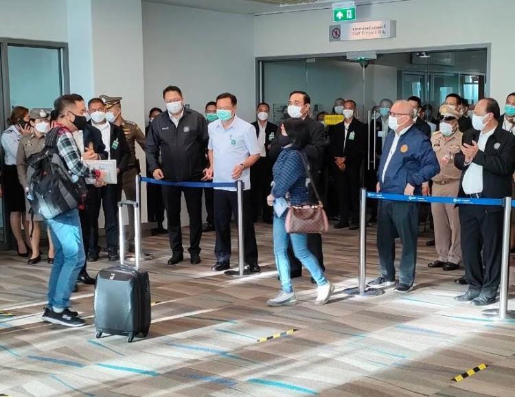 """""""ลุงตู่""""ไปเปิดเมืองภูเก็ต-รับนักท่องเที่ยวต่างชาติฝ่าวิกฤตโควิด-19"""