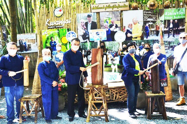 """""""สวนไผ่ขวัญใจฯ"""" เปิดวันแรกหลังผ่อนปรน นักท่องเที่ยวแน่นขนัด"""