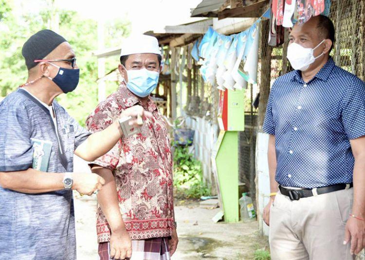 นอภ.ให้กำลังใจหมู่บ้านถูกปิดกัก 181 คน ป้องกันโควิด-19