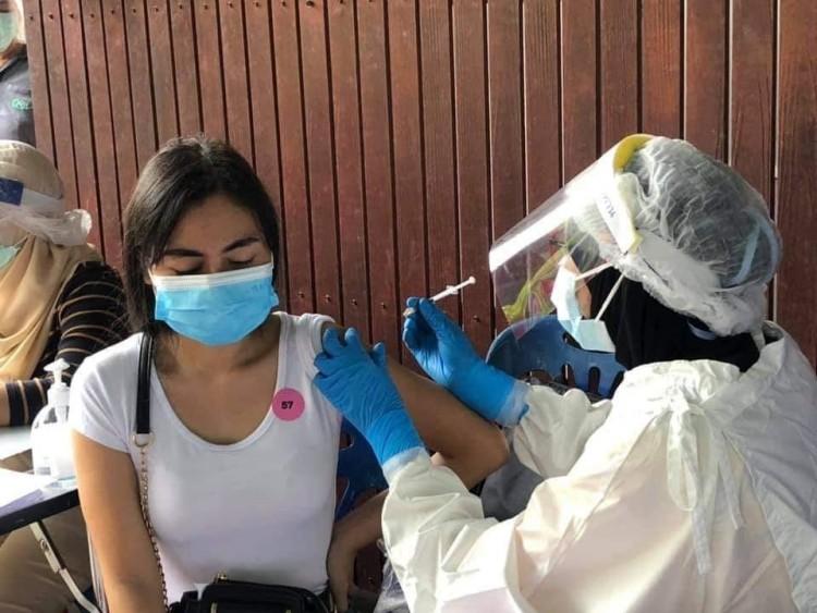 นายกเล็กยะลา เร่งฉีดวัคซีนเชิงรุกให้ผู้ค้า 2 ตลาดใหญ่กลางเมือง ปลอดโควิด-19